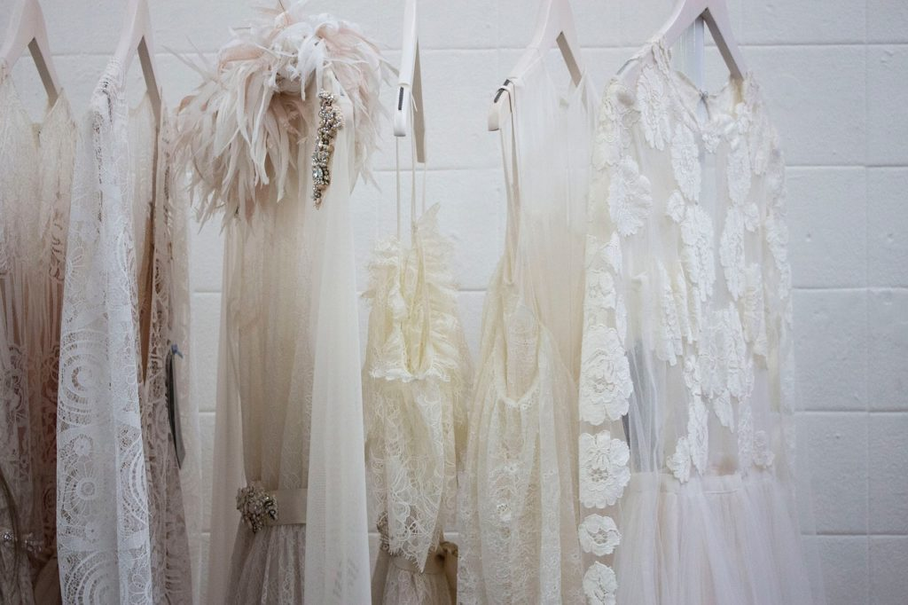白のドレスのクローゼット