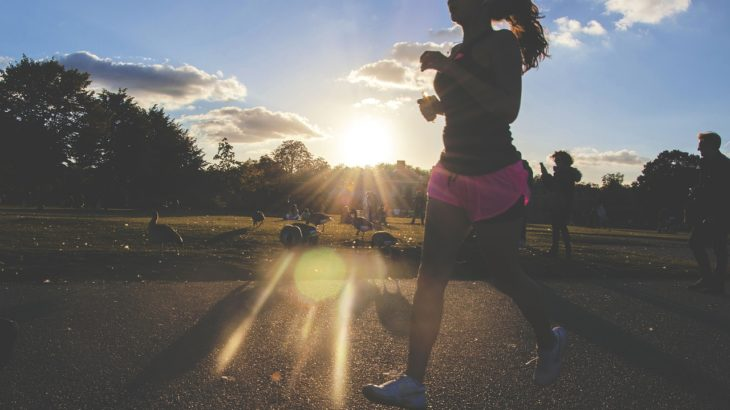 昼休みウォーキングの効果。午後の仕事効率UP&筋力増加