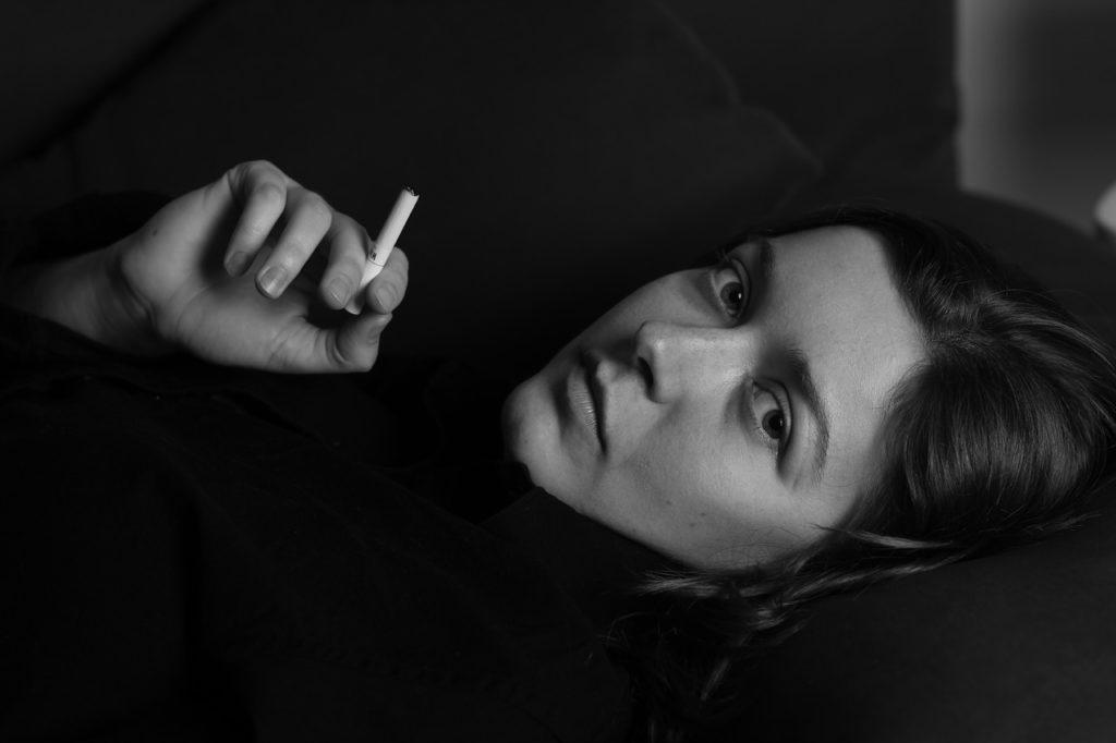 女性喫煙車