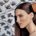 アヴェダのパドルブラシを10年溺愛中。美髪&リフトアップする効果的な使い方とは?