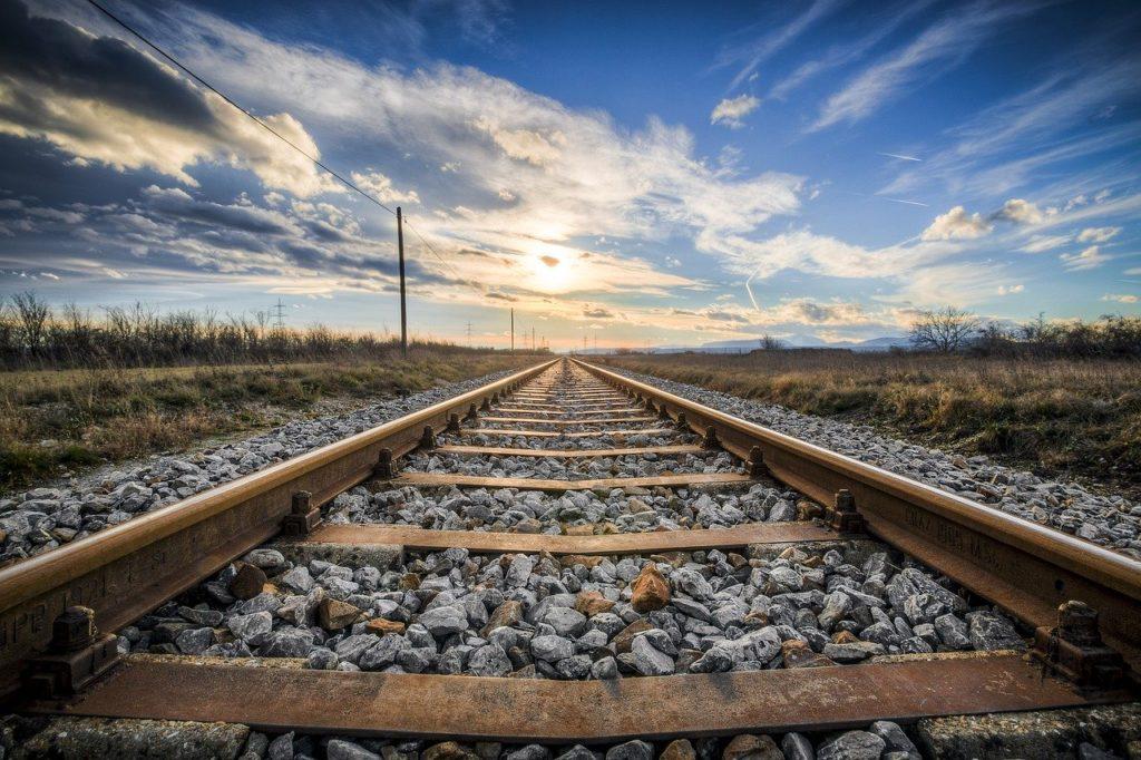 鉄道の線路と空