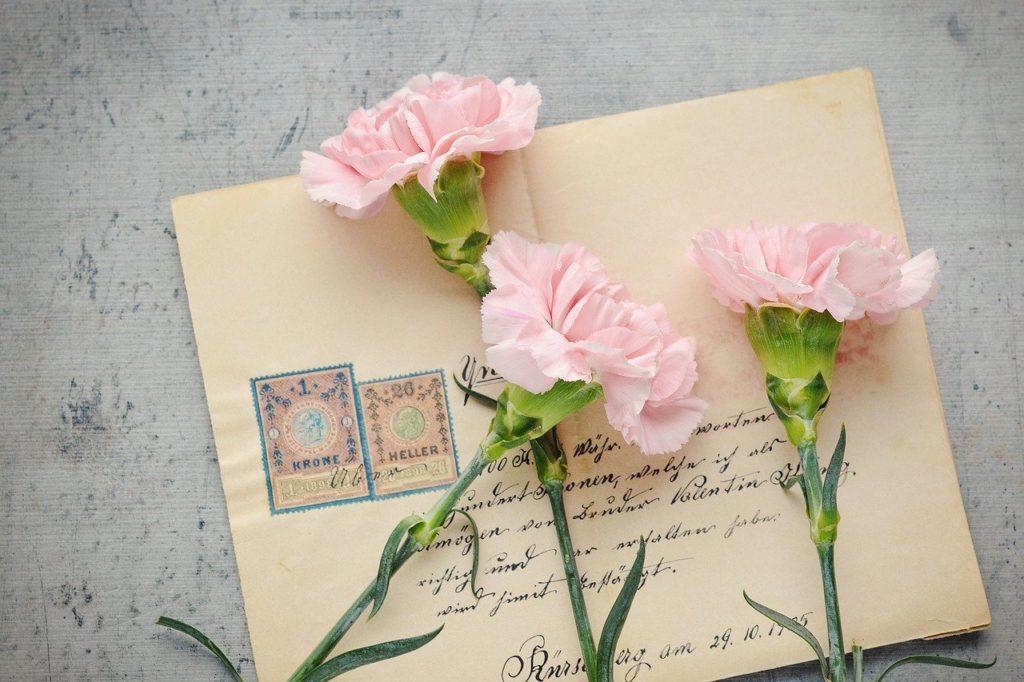 3本のカーネーションと手紙