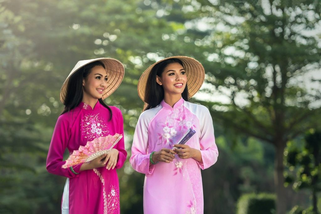 アオザイを着ているベトナムの女性