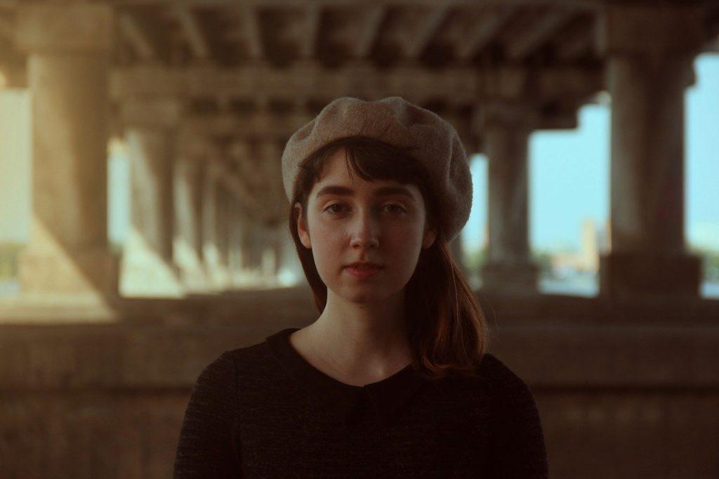 ベレー帽の女性
