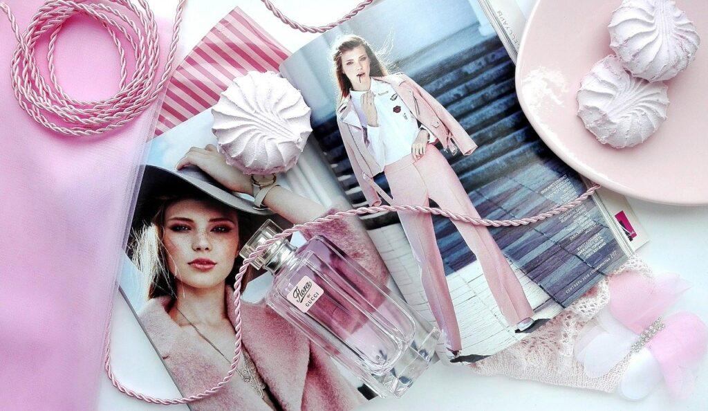 ファッション雑誌ピンク